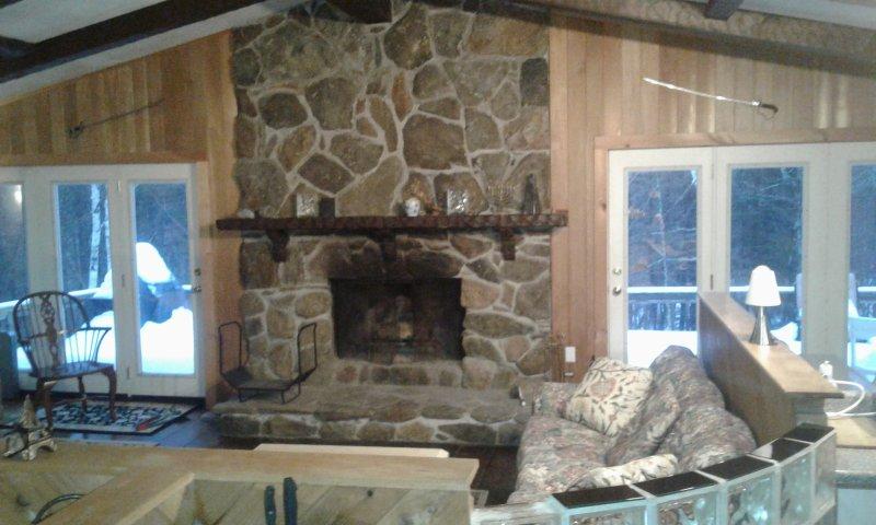 Mount Snow 6BR+ Indoor Hot Tub, Sauna, Pool Table, FANTASY Ski Home, location de vacances à Dover