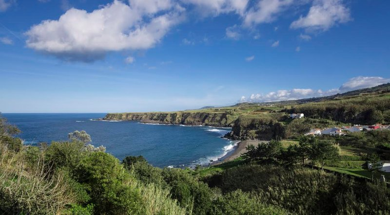 Beach House - Mountains and Ocean View, vacation rental in São Miguel