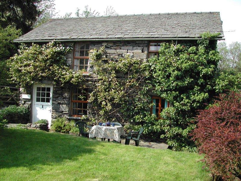 Parte anteriore del cottage di Hatters, giardino e patio
