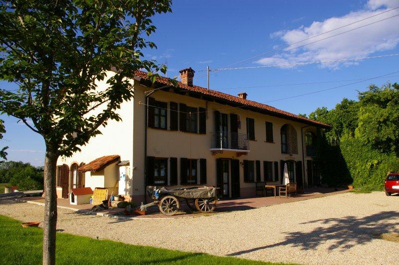 Cascina Caldera Apartment, vacation rental in Cantarana