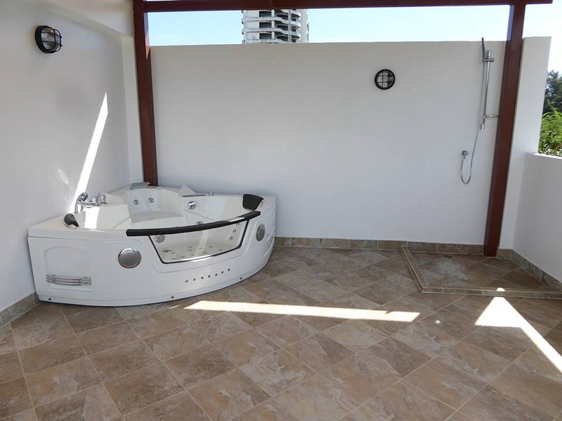 Jacuzzi on top flore