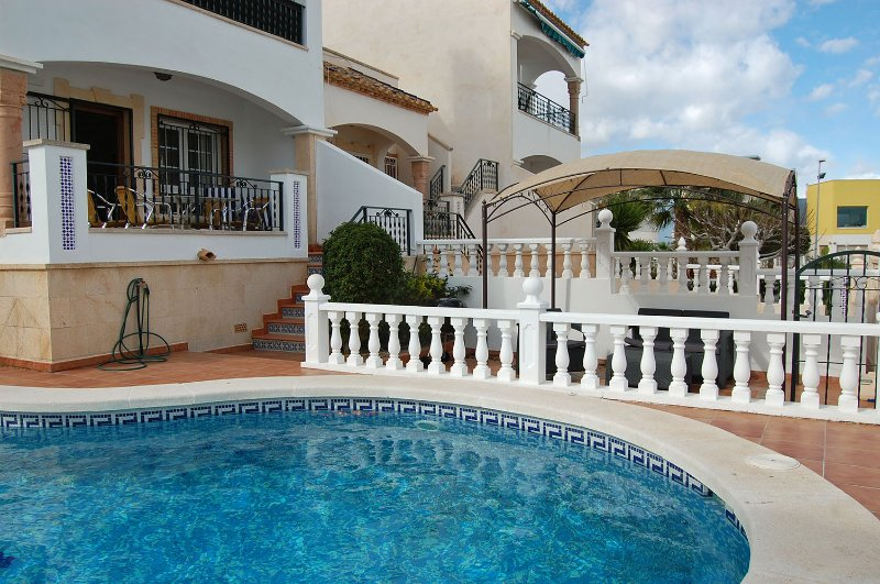 4 Bed Fantastic Apt, Private Pool Close to Golf, Beach and Entertainment, holiday rental in Villamartin