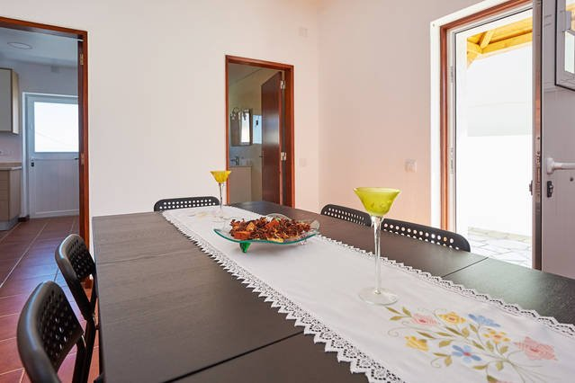 Beautiful house with terrace & Wifi, Ferienwohnung in Carvoeira