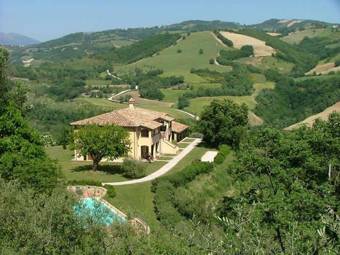 Agriturismo Castagna Alta - Valfabbrica - Two rooms Apartment 'Strawberry', casa vacanza a Valfabbrica