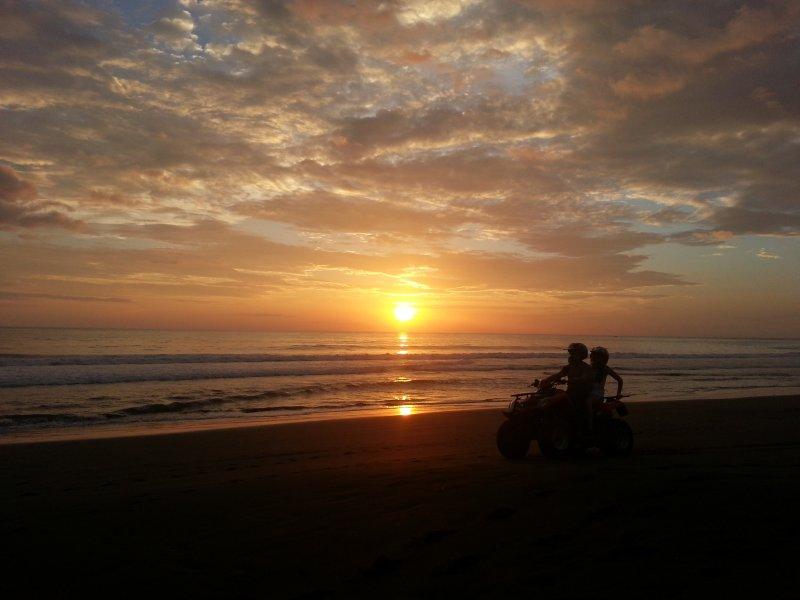 Nós obter algumas sol deslumbrante sobre Playa Hermosa Beach