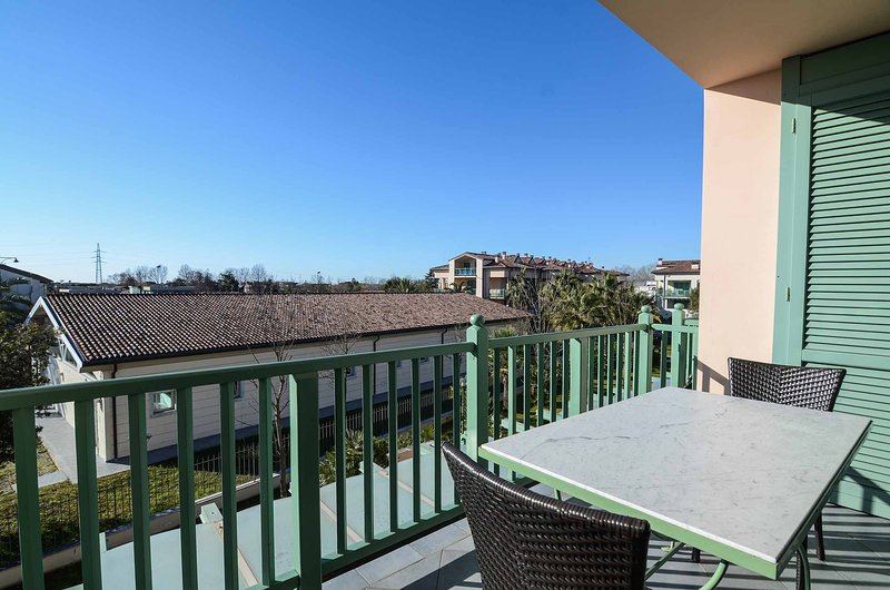 THREE ROOM APARTMENT WITH TERRACE - Forte dei Marmi, vacation rental in Forte Dei Marmi