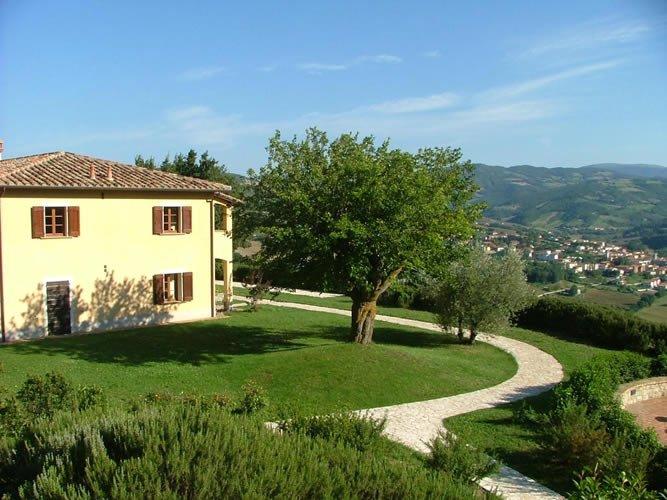 Agriturismo Castagna Alta - Valfabbrica - Three rooms apartment 'Almond', casa vacanza a Valfabbrica