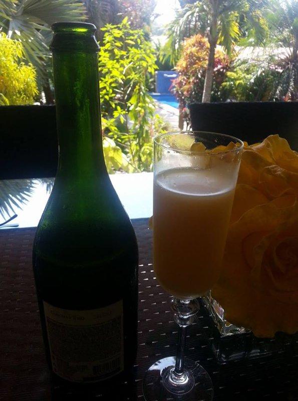 Para uma taxa nominal, Mimosa está disponível para ser servido com café da manhã