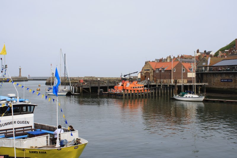 Whitby Harbour e Whitby Life Boat