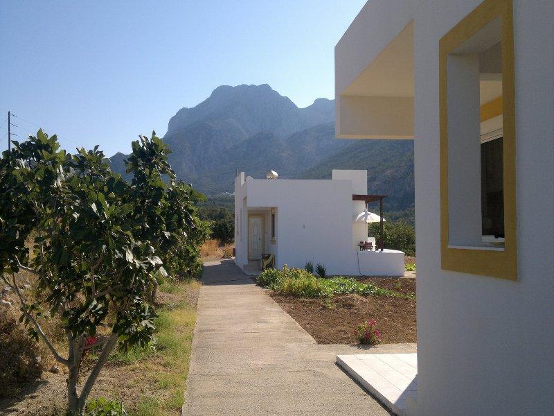 DREAM VILLAS BLUE, holiday rental in Kira Panagia