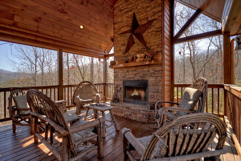 Sit by the wood burning fireplace, sip your favorite beverage, & enjoy outdoor dining.