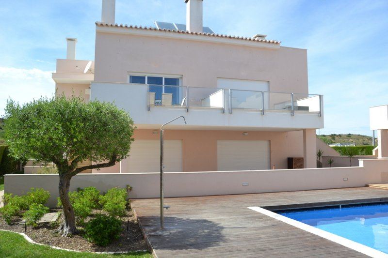 Aromas Apartment in Bugau, Western Algarve, holiday rental in Almadena