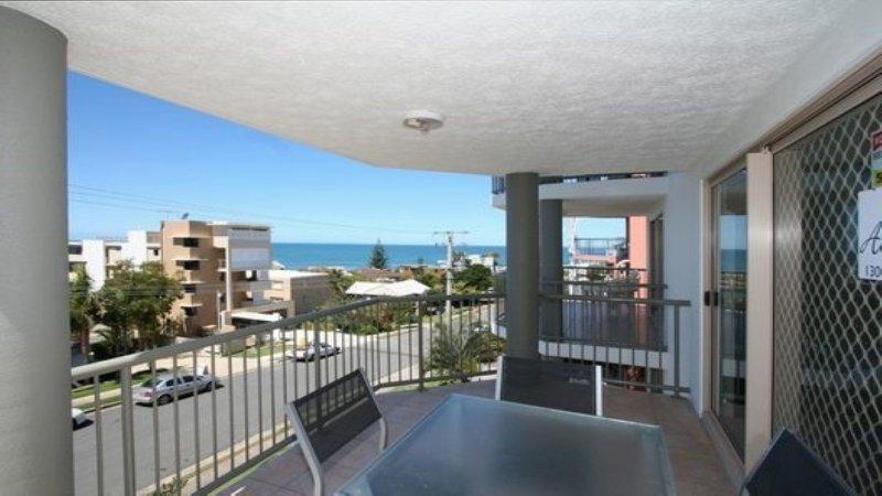 Sanctuary Seas Unit 4 Kings Beach QLD, vacation rental in Caloundra
