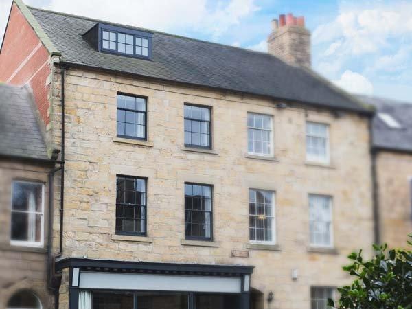 THE OLD NEWSAGENT'S, over four floors, ground floor bedroom, pretty garden, alquiler vacacional en Lesbury