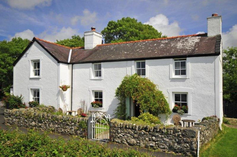 Caernarfon holiday cottage sleeps 12