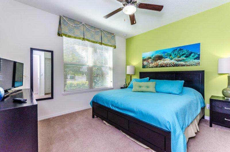 Ceiling Fan,Room,Bedroom,Indoors,Bed