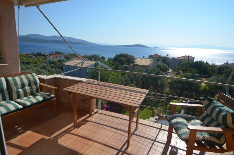 Live your island dream only 1h from Athens in, casa vacanza a Styra