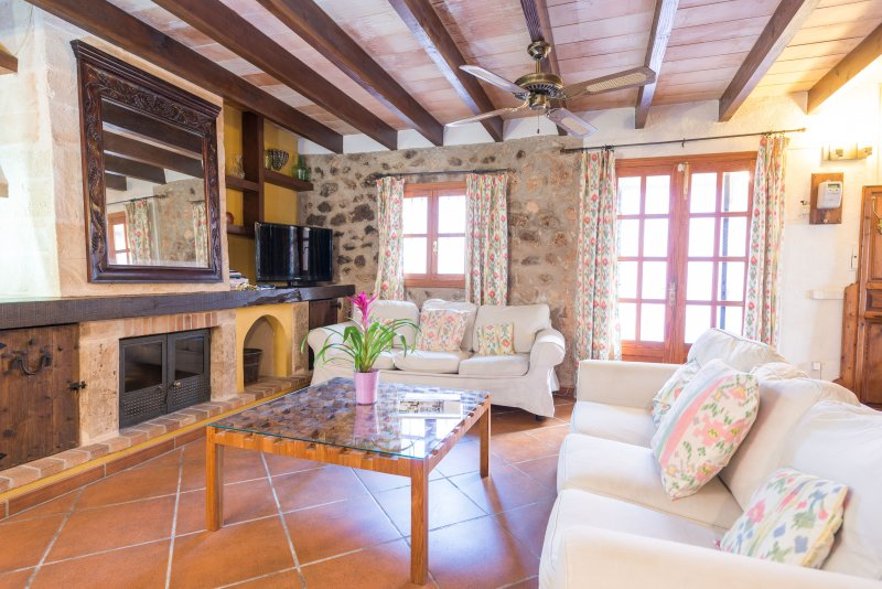 CA NA JOIA - Chalet for 6 people in Andratx, vacation rental in Andratx