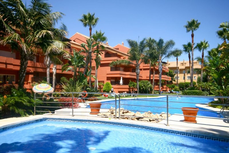 PUERTO BANUS EL EMBRUJO MARBELLA STUNNING APARTMENT CLOSE TO THE BEACH – semesterbostad i Puerto Banus