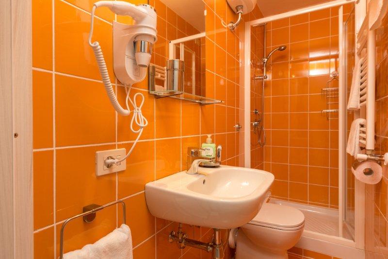 Coral Room Bath