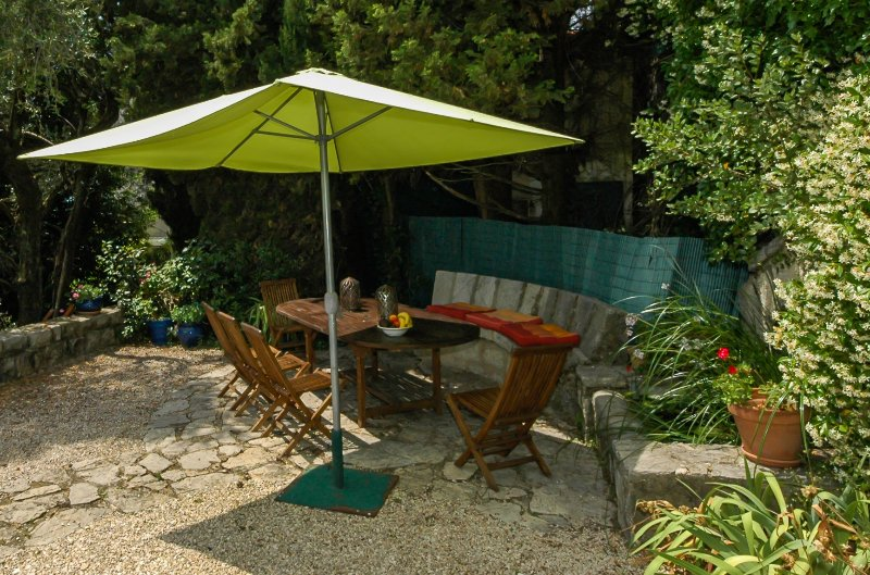 Another outdoor dining area beside water feature