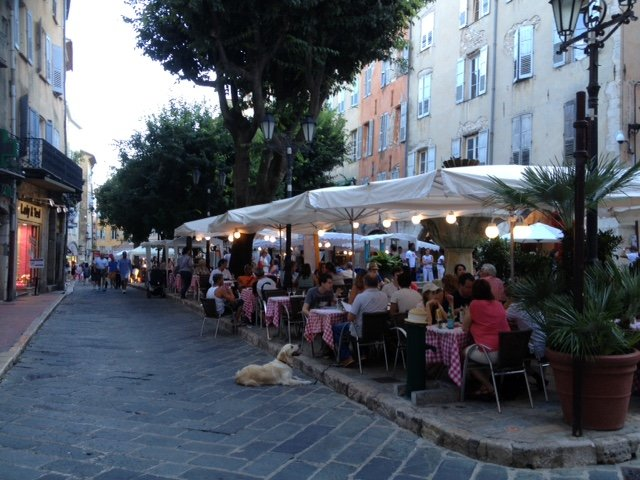 The Square in the bustling town of Grasse , with a great selection of restaurants .