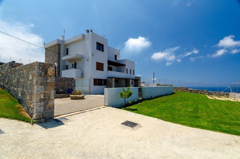 MED Villa private pool, holiday rental in Mononaftis