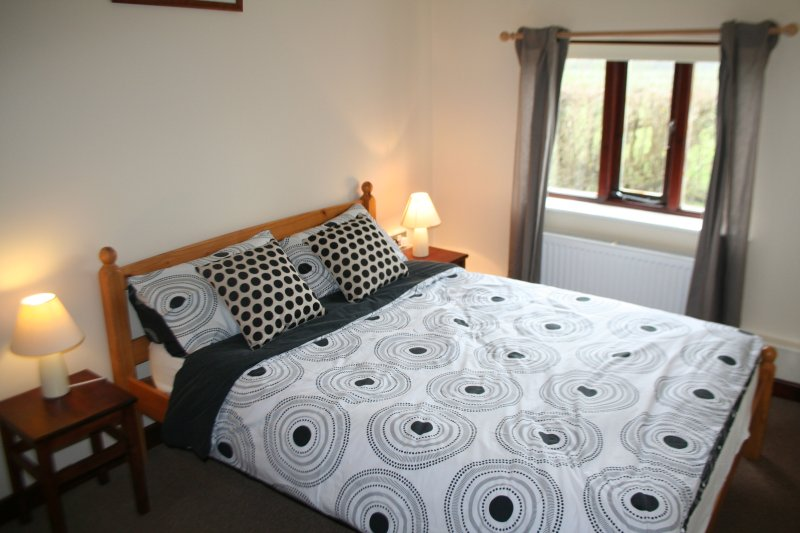 Double bedroom, recently had new Kingsize bed which can be split to 2 singles.