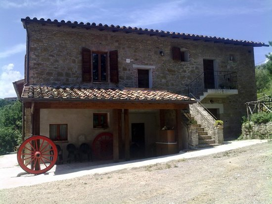Located just 6 km from the historic center of Perugia offers a quiet and economical stop.