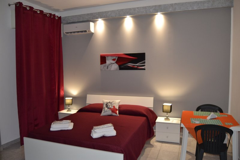 NUOVO B&B GVS - GRAY ROOM, location de vacances à Casa Milazzo