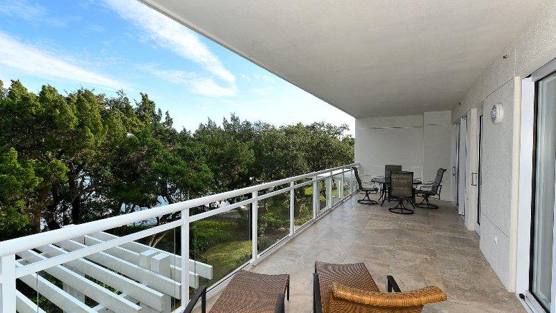 Terraza amplia en el dormitorio y sala de estar MSTR