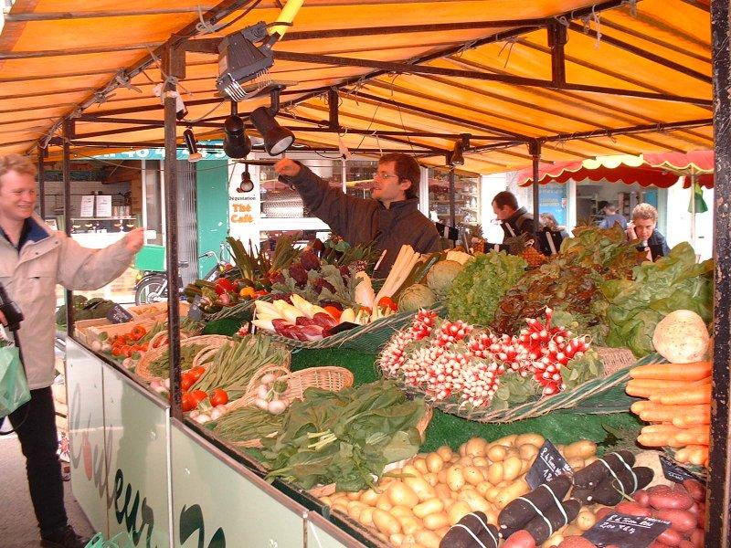 O mercado central movimentada que enche as ruas na maioria dos dias da semana e aos sábados.