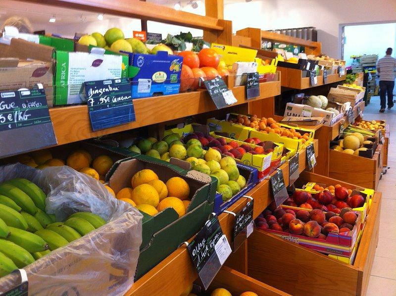 Os deliciosos sabores disponíveis no supermercado Alimentos orgânicos directamente na rua em frente da casa