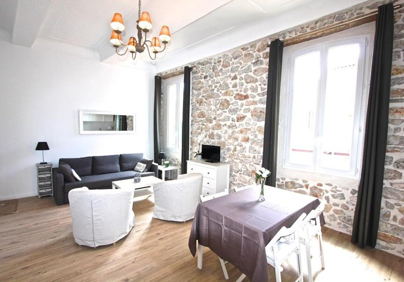 Charming 2 bedroom apartment in the heart of old town, alquiler vacacional en Juan-les-Pins