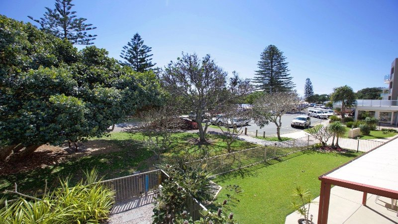 19 Hume Parade unit 1 Currimundi QLD 4551, holiday rental in Parrearra
