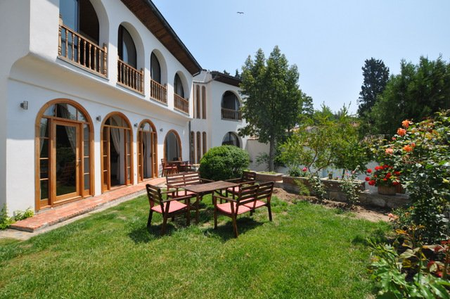St Johns House, superb villa, sleeps 9, private pool, sauna and Turkish bath, Ferienwohnung in Selcuk