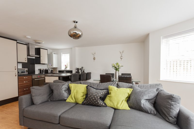 Stunning Contemporary Apartment, holiday rental in Bournemouth