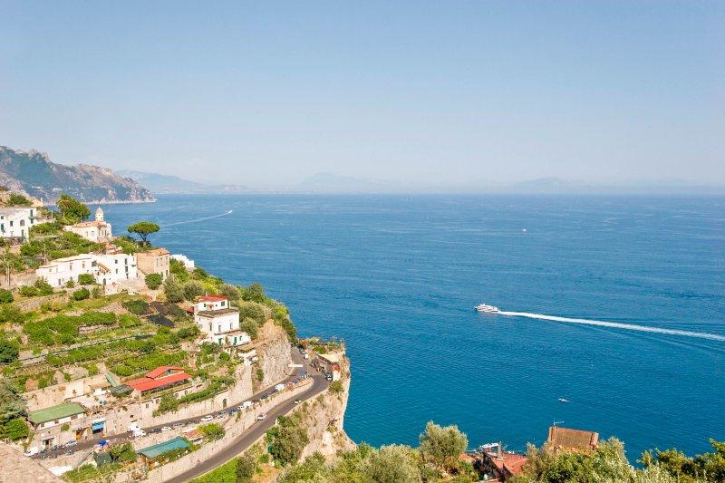 LivingAmalfi: Luxury House Alata in Amalfi, large terrace with sea view, wif, AC, vacation rental in Vettica