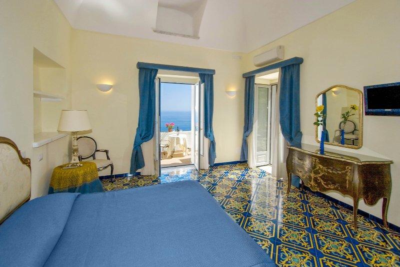 LivingAmalfi: Luxury Huge Villa in Amalfi, up to 18 guests, stunning sea view, vacation rental in Vettica