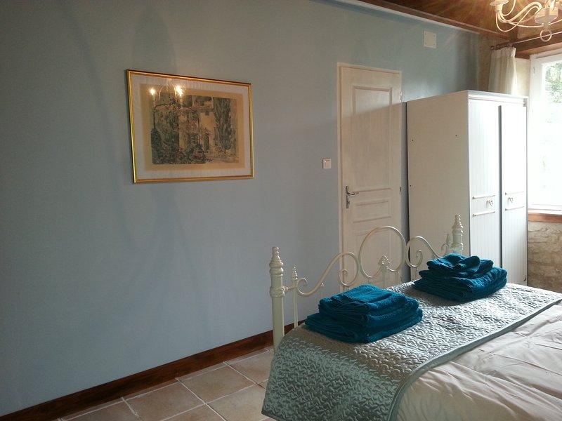 étage de qualité spacieuse chambre carrelée offrant un grand confort