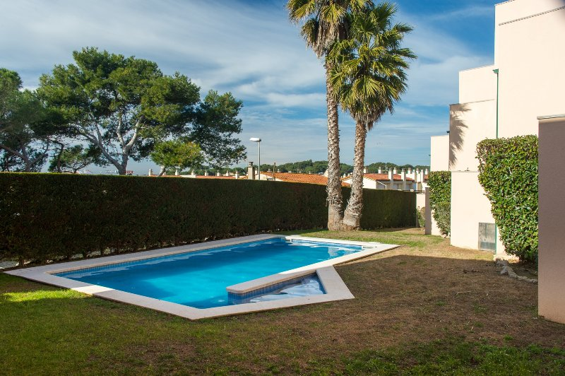 Costabravorrent Pedró, para 6, piscina comunit, holiday rental in L'Escala