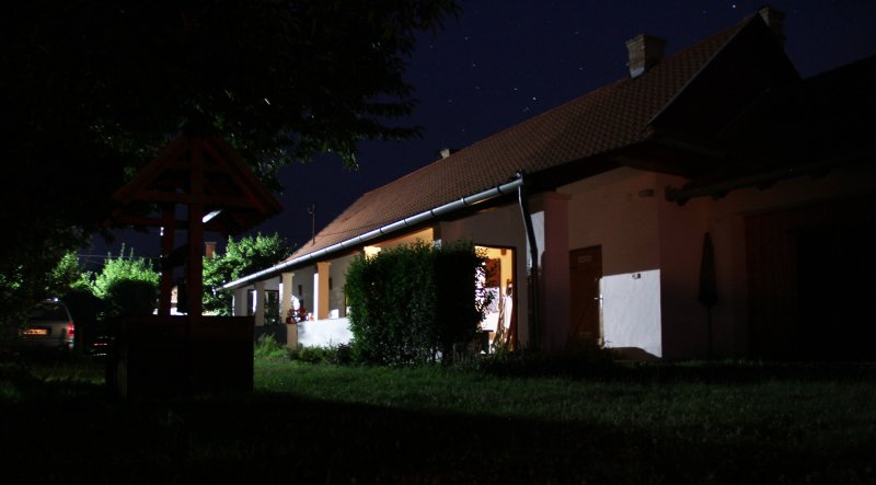 2 chambres à coucher au milieu de l'été nuit
