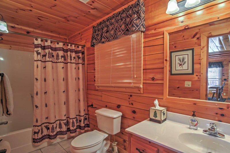 Risciacquare la polvere traccia nel primo bagno completo.