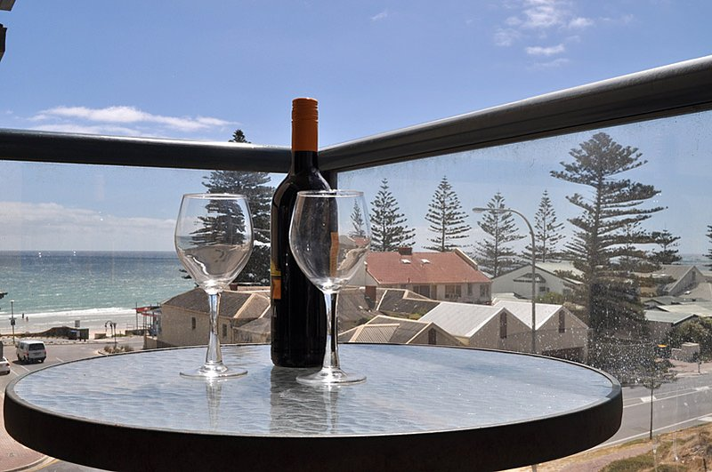 Sea Breezes at Henley Beach, holiday rental in Grange