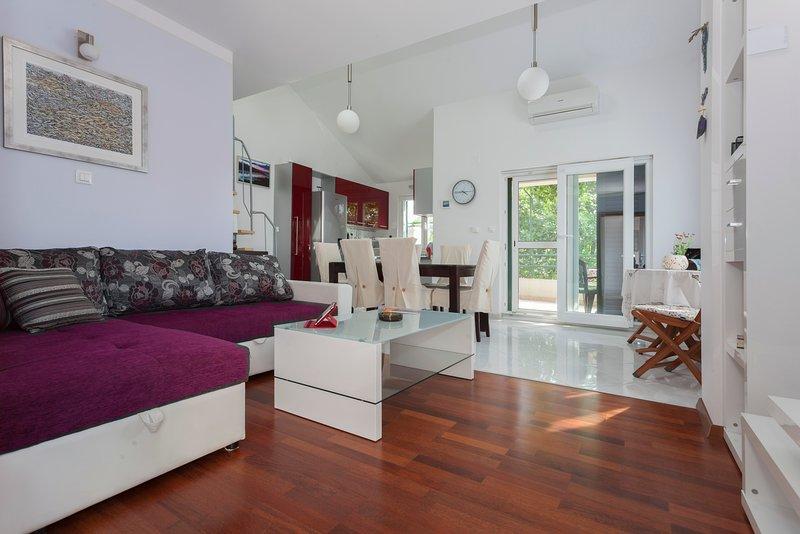 Apartment Villa Genoveva, location de vacances à Prvic Luka