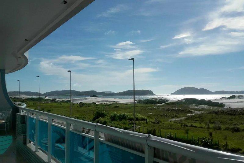 luxuoso apto 4 suítes, espaço gourmet varandão frente mar 10 pessoas 3 vagas gar, vacation rental in Cabo Frio