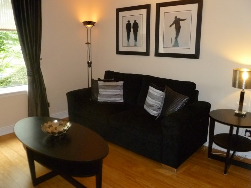 Sherbrooke 1-Bedroom Apartment - 4 Stars - Glasgow (SouthSide - Pollokshields), vakantiewoning in Glasgow