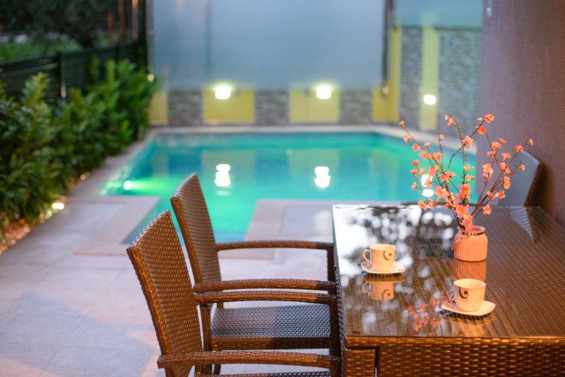 terraza privada con una piscina!