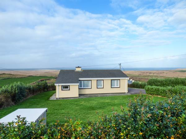 ST BRENDAN'S, detached bungalow, superb views, isolated, nr Portmagee, Ref, location de vacances à Valentia Island