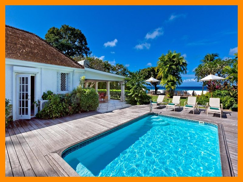 High Trees - 5* beachfront villa - private pool, holiday rental in Gibbes